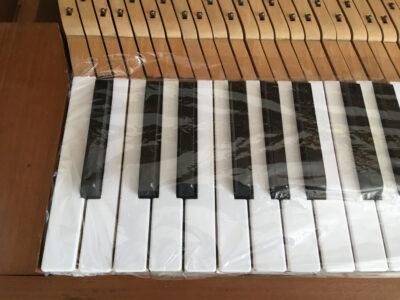 Klavier abgedeckt für Bemalen