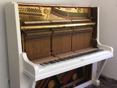 Klavier weiß grundiert