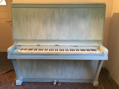 Shabby Chic Klavier mit Kreidefarbe Ombré-Farbverlauf